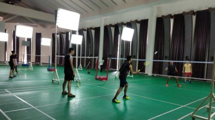TFC PREMIUM: Selain Kolam Renang, Mutiara Palace Club House Miliki Enam Lapangan Badminton
