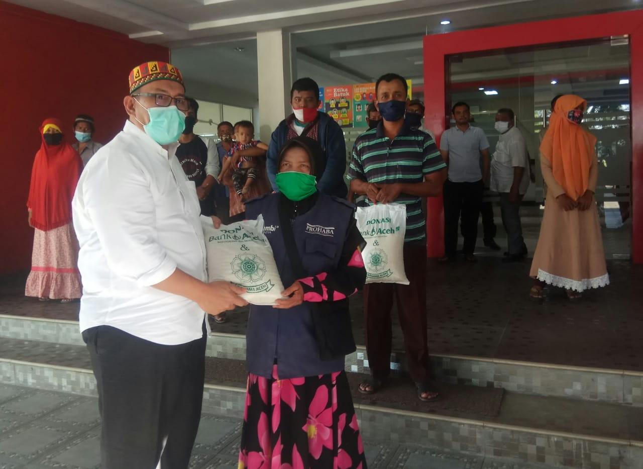Kagama Aceh peduli loper koran